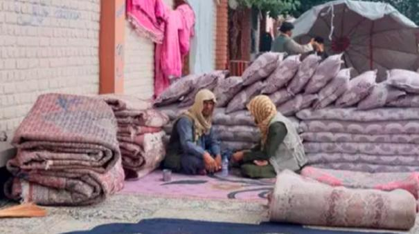afghans-sell-possessions-amid-cash-crunch-looming-crisis