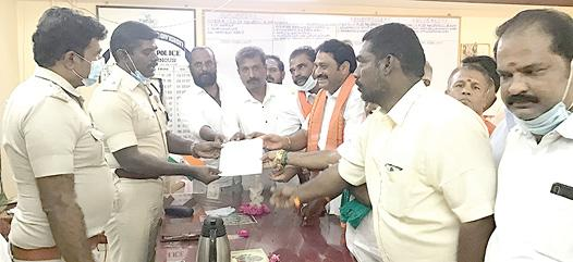 attempt-to-attack-bjp-leaders-who-came-to-pay-homage-to-o-panneerselvam-house