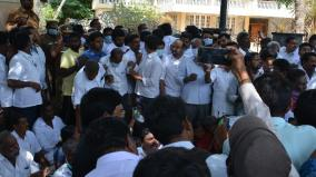 aiadmk-cadres-protest-in-front-of-kc-veeramani-house