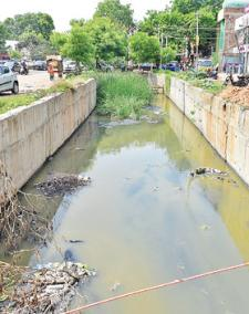 madurai-roads-filled-by-flood-water