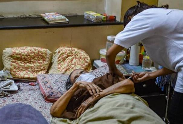 at-home-covid-19-vaccination-for-disabled-centre