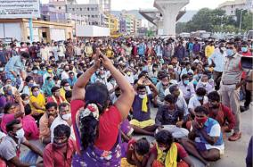 pilgrims-protest-for-sarva-dharshan-ticket