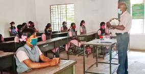 govt-school-teacher-sing-songs-for-students