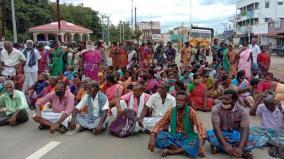 people-block-road-near-ariyalur-condemning-avin-milk-management