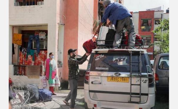 kashmiri-pandits-flee-valley-after-targeted-killings