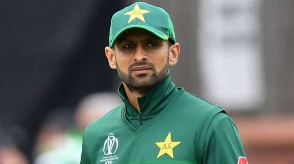 shoaib-malik-can-contribute-big-time-for-pakistan-in-t20-wc-says-afridi