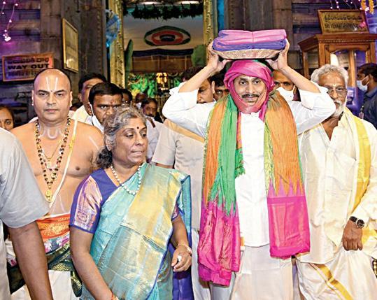 jagan-presents-silk-vastrams-to-lord-venkateswara