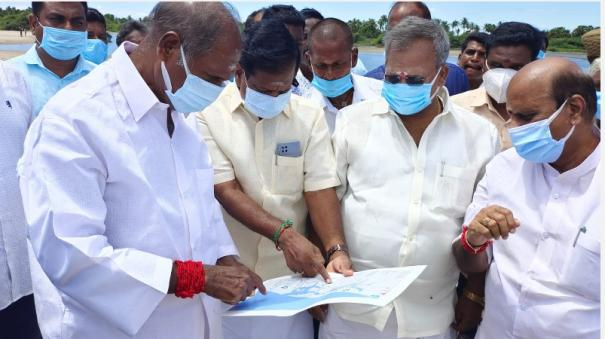 chief-minister-rangasamy-inspects-the-setting-up-of-a-fishing-port-in-pondicherry