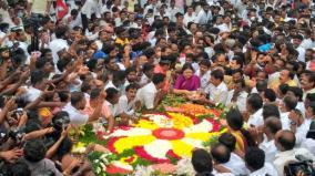sasikala-in-jayalalithaa-memorial