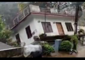 house-collapses-into-river-in-kerala-amid-heavy-rain