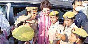 up-police-to-take-action-against-women-constables-who-posed-for-selfies-with-priyanka-gandhi-vadra