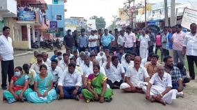 dmk-councilors-elected-as-aiadmk-committee-chairman-with-support-of-aiadmk-and-bjp-councilors-dmk-councilors-protest-against-malpractice