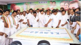k-s-alagiris-70th-birthday-congressman-who-cut-a-cake-at-sathyamoorthy-bhavan-and-provided-welfare-assistance