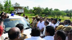 admk-councillor-4-others-arrested-for-gheraoing-officers-car